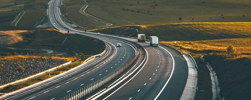 trucks-on-road-1000x400